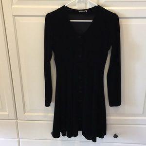 Dresses & Skirts - Black velvet long sleeve dress